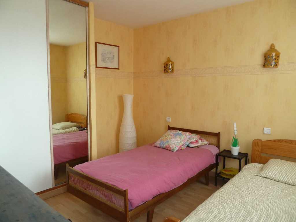 Chambre 2 Pers 1er étage 15 m2 TOULOUSE rue Engalières Proche centre Bus Tisséo 78/79/80 (86) - P1060668.jpg